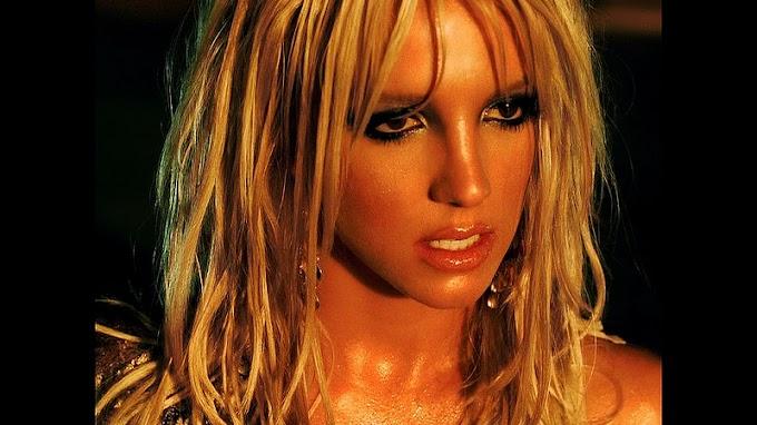 Britney Spears - I'm A Slave 4 U (Remastered HD)