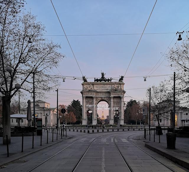 L'Arco della Pace e in fondo il Castello Sforzesco