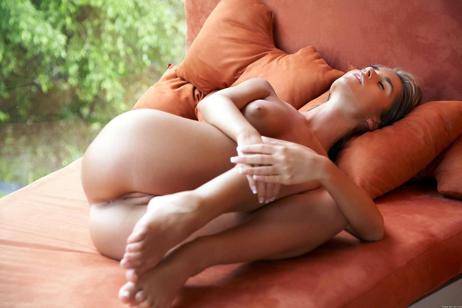Celeb Sexy Nude Hd Wallpaper Jpg