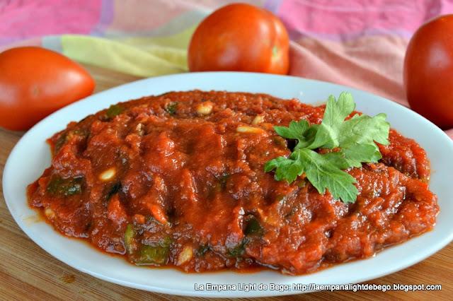 receta-de-titaina-pisto-de-tomate-pimientos-piñones-y-toyina-o-atun