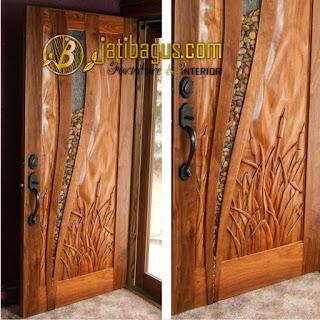 Pintu rumah ukir indah