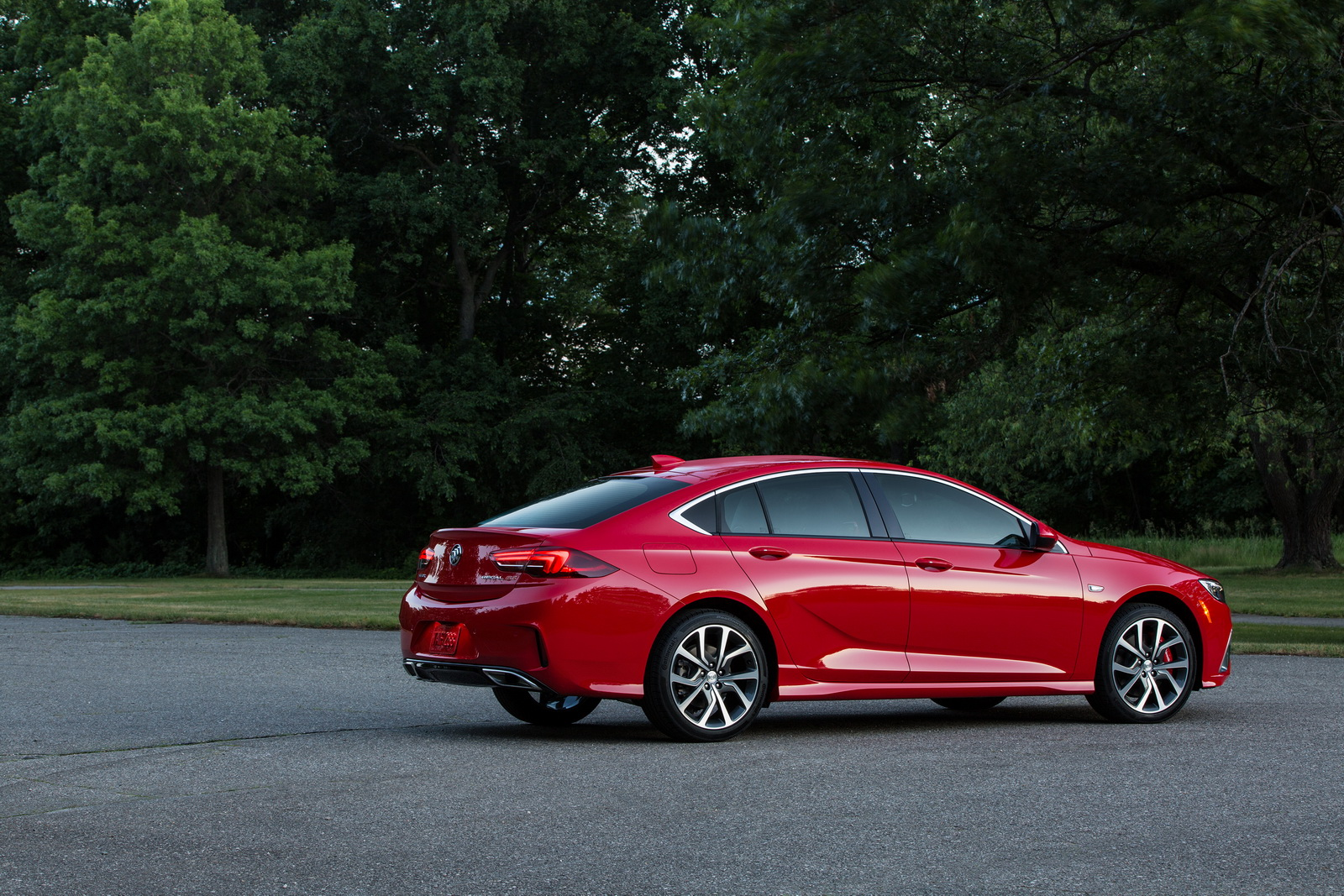2018 buick regal gs shows up with 310hp v6 and clever awd. Black Bedroom Furniture Sets. Home Design Ideas