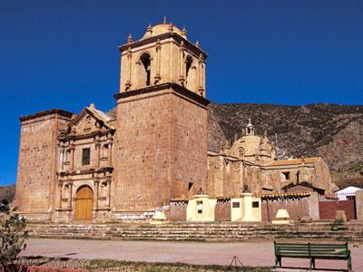 Foto a la Iglesia de Pucará en Puno