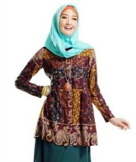 Desain baju batik remaja lengan panjang berhijab