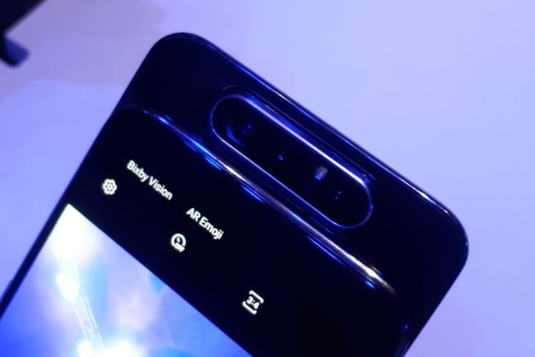 Samsung Galaxy A80 dengan kamera pop-up dan putar