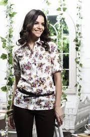 Model Kemeja Wanita Motif Bunga Modern Terbaru
