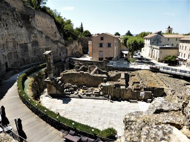 Excavación arqueológica dentro del recinto del Teatro Romano de Orange