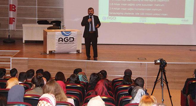 Dicle Üniversitesinde Küresel Sömürü Sistemi ve Çıkış Yolları konferansı
