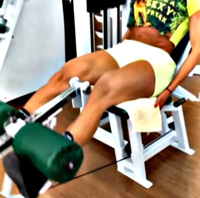 Extensión cuadriceps mujer ejercicio rutina