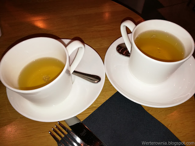 zielona brzoskwiniowa herbata