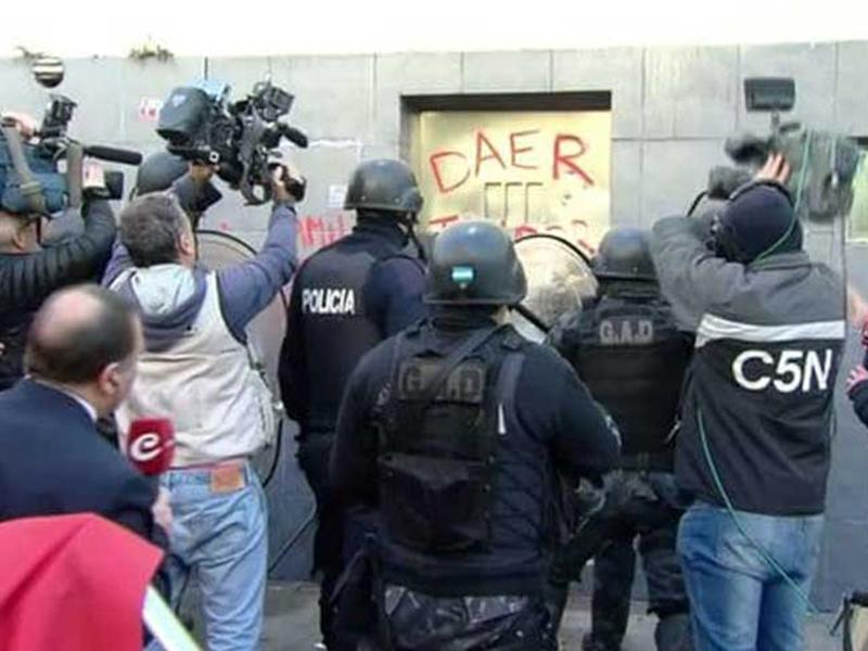 Violenta represión policial contra trabajadores argentinos de PepsiCo (+Video)