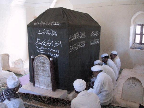 http://4.bp.blogspot.com/-YRUWDYNitvs/UHB5AtXLcTI/AAAAAAAABis/Wo7rY9kROGs/s1600/makam-sheikh-abu-bakar-salim.jpg