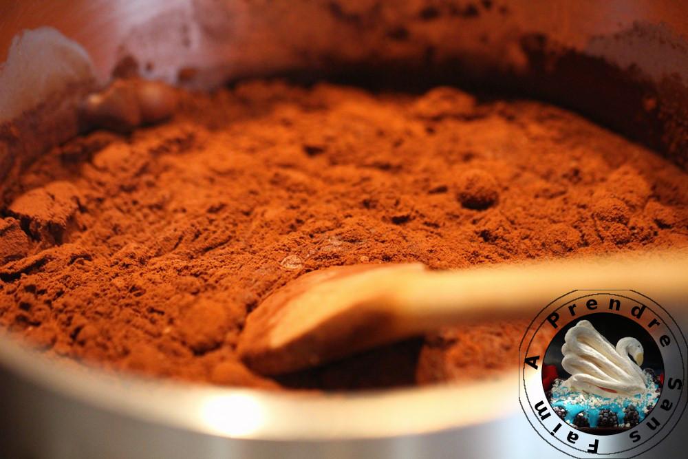 Glaçage au chocolat miroir façon Lenôtre (pas à pas en photos)