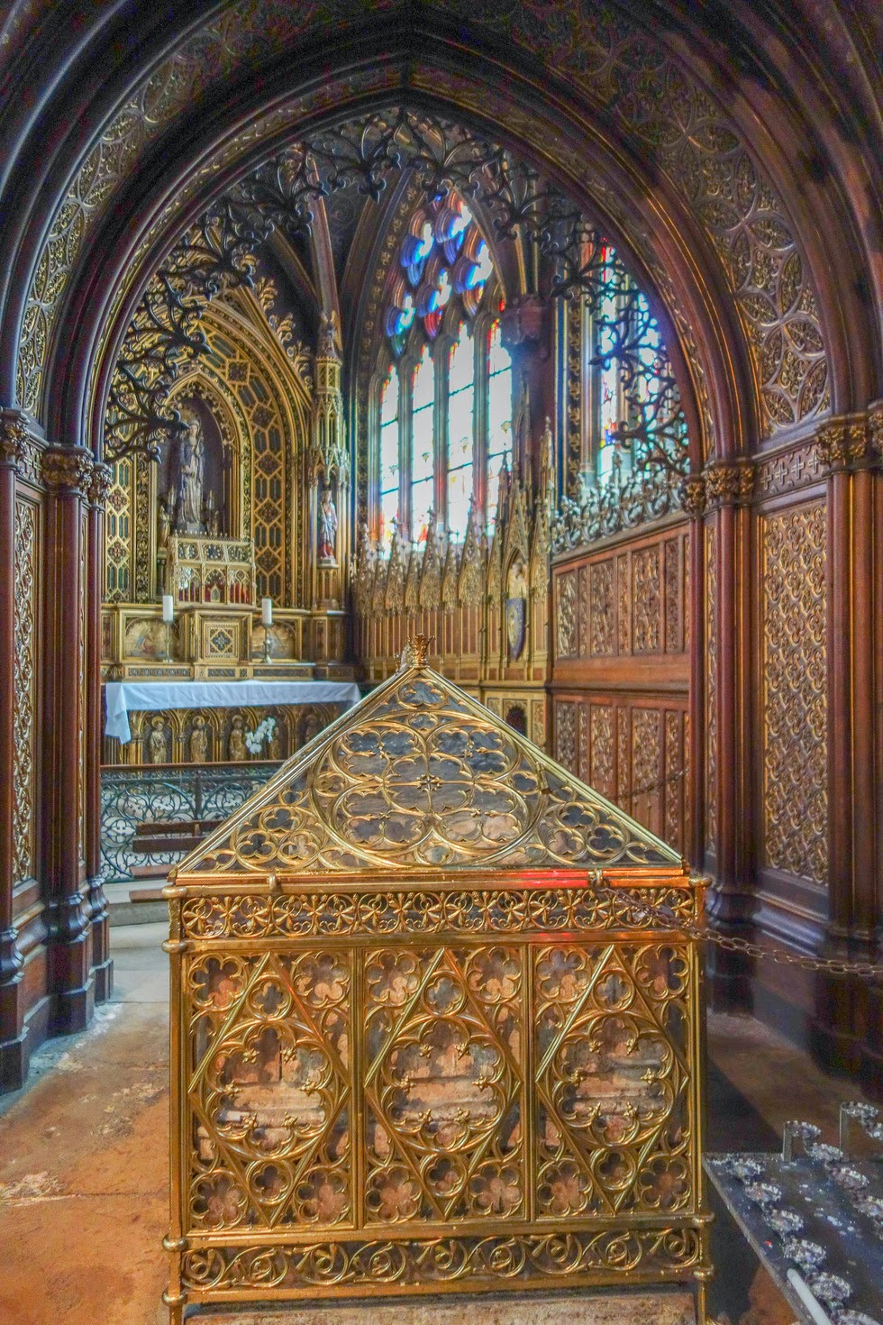 hi the relics of st genevieve at st etienne du mont the remaining relics of the patroness of. Black Bedroom Furniture Sets. Home Design Ideas