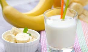 فوائد العصير الموز باللبن
