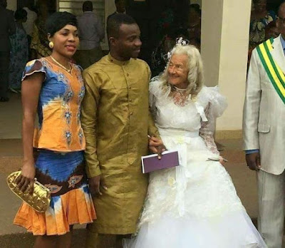 Grandmother-grandson wedding picture goes viral