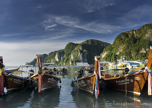 Long tail boats in Tonsai Bay