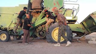 قوات الحشد الشعبي تفكك ماكينات زراعية فخختها عصابات داعش الوهابي و تعيدها للمواطنين  غرب الموصل