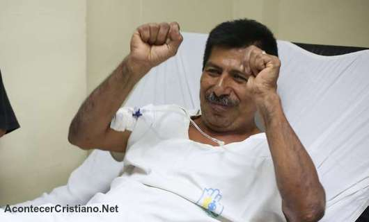 Hombre sobreviviente al terremoto de Ecuador