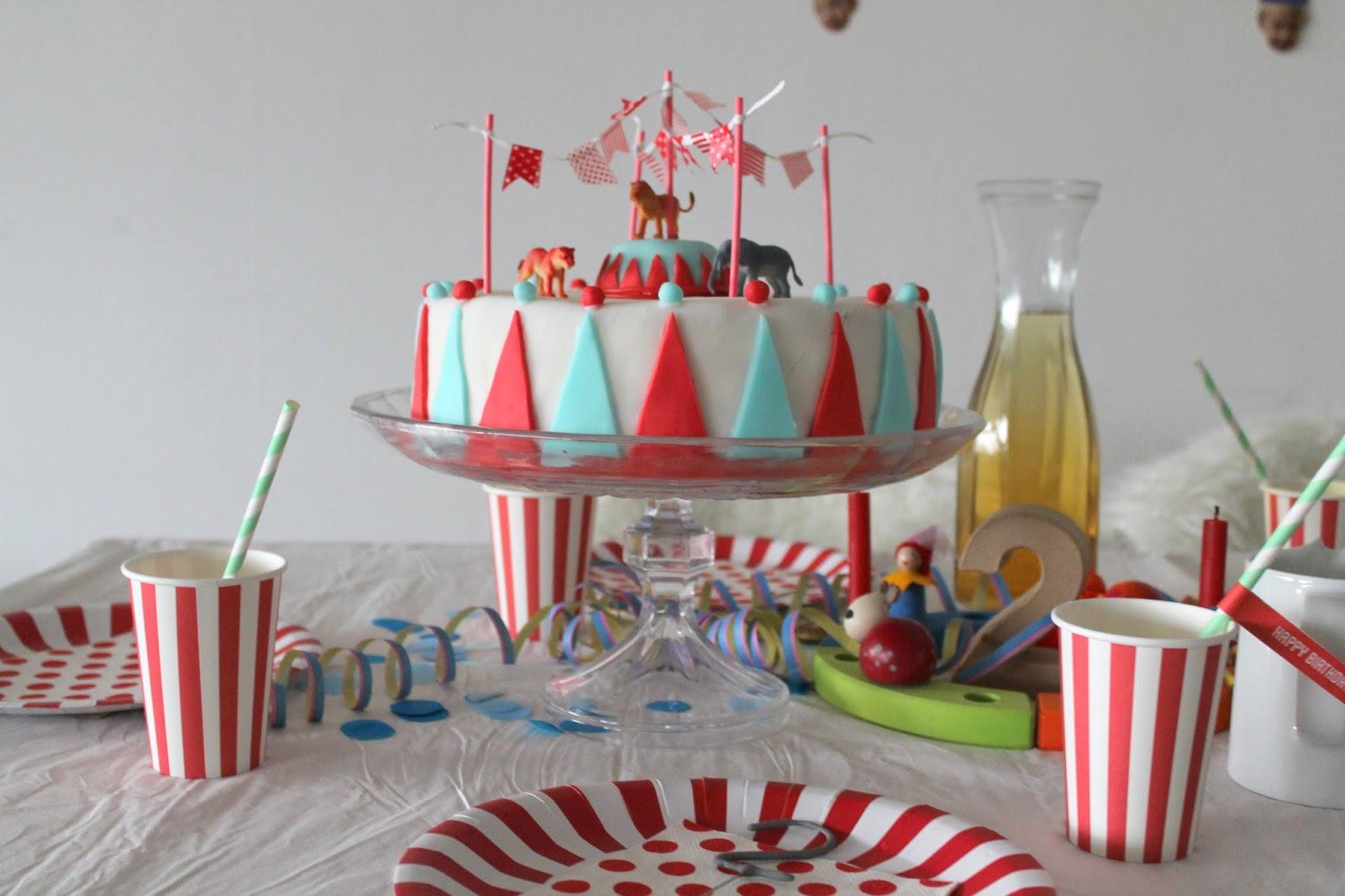 kleines freudenhaus geburtstagssause partyspiele zirkus futter und dekoideen f r 2 j hrige. Black Bedroom Furniture Sets. Home Design Ideas
