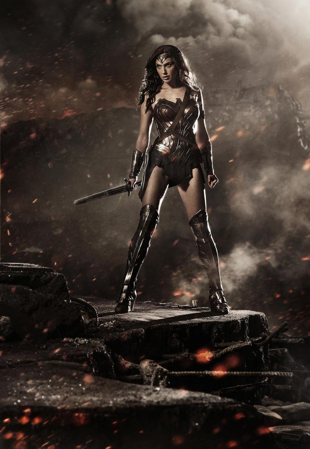Gal Gadot în rolul Wonder Woman din Batman v Superman: Dawn Of Justice