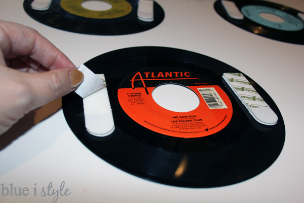 DIY with style} How to Cover a Wall in Vinyl Records - Damage Free