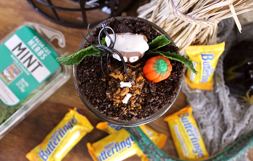 Make this creepy, and adorable pudding cup graveyard with Butterfinger fun sized treats. #Sponsored #TrickorButterfinger