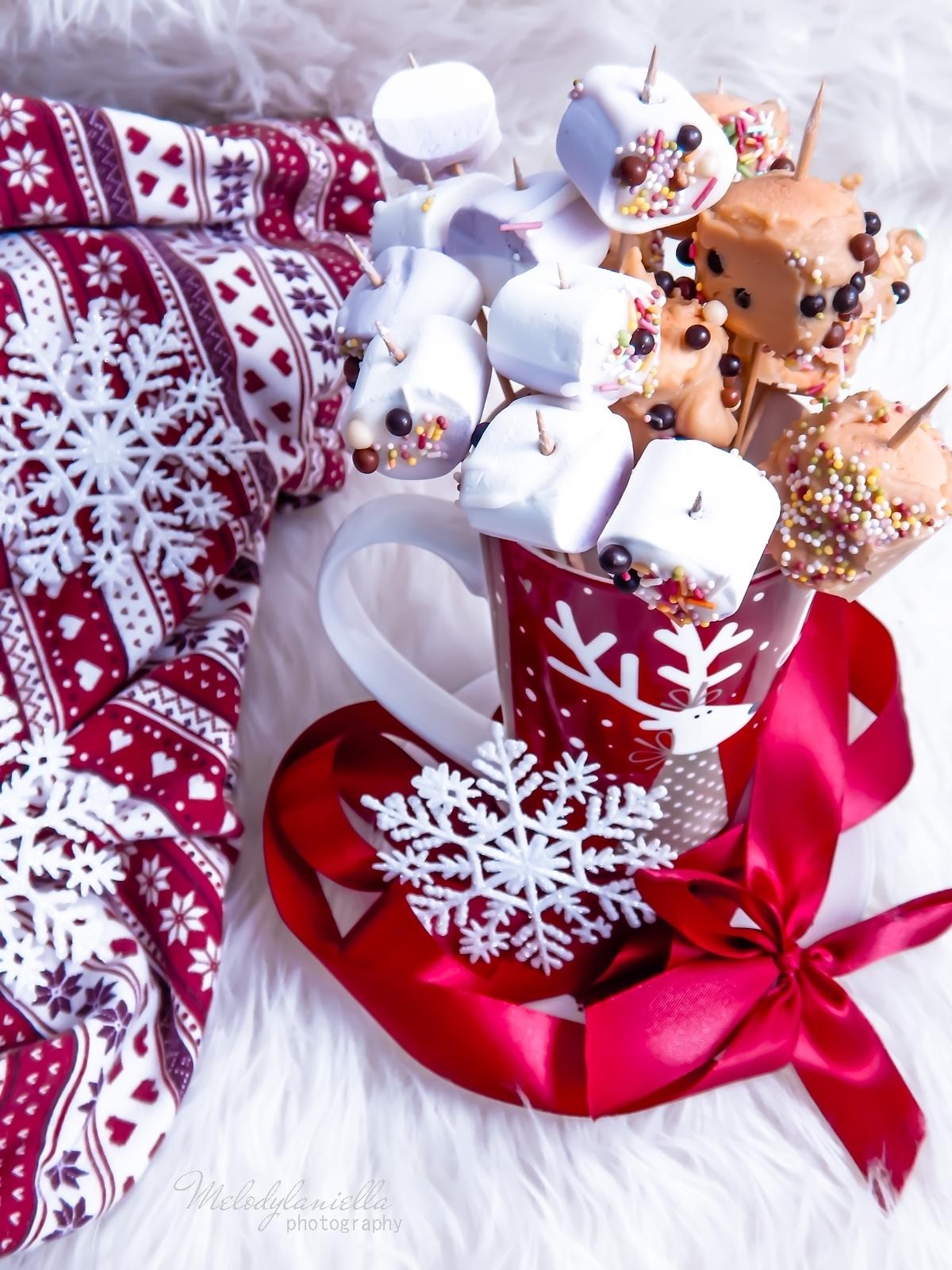 11  szybkie przekąski z pianek jojo, czekolady, banana, swiateczne przysmaki na wykalaczkach efektowne słodycze na Boze Narodzenie zimowe slodkosci melodylaniella banan w karmelu