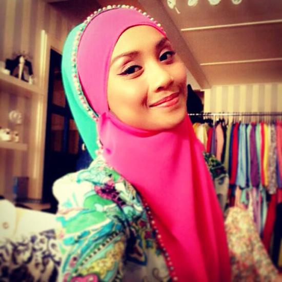 Gambar Wan Sharmila Bertudung Cantik