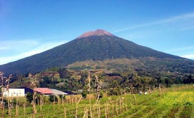 13 Gunung Paling Angker dan Horor di Indonesia, Bikin Bululu Kuduk Merinding!