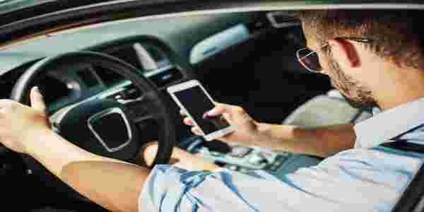 سائق اوبر يضبط زوجته مع عشيقها في سيارته