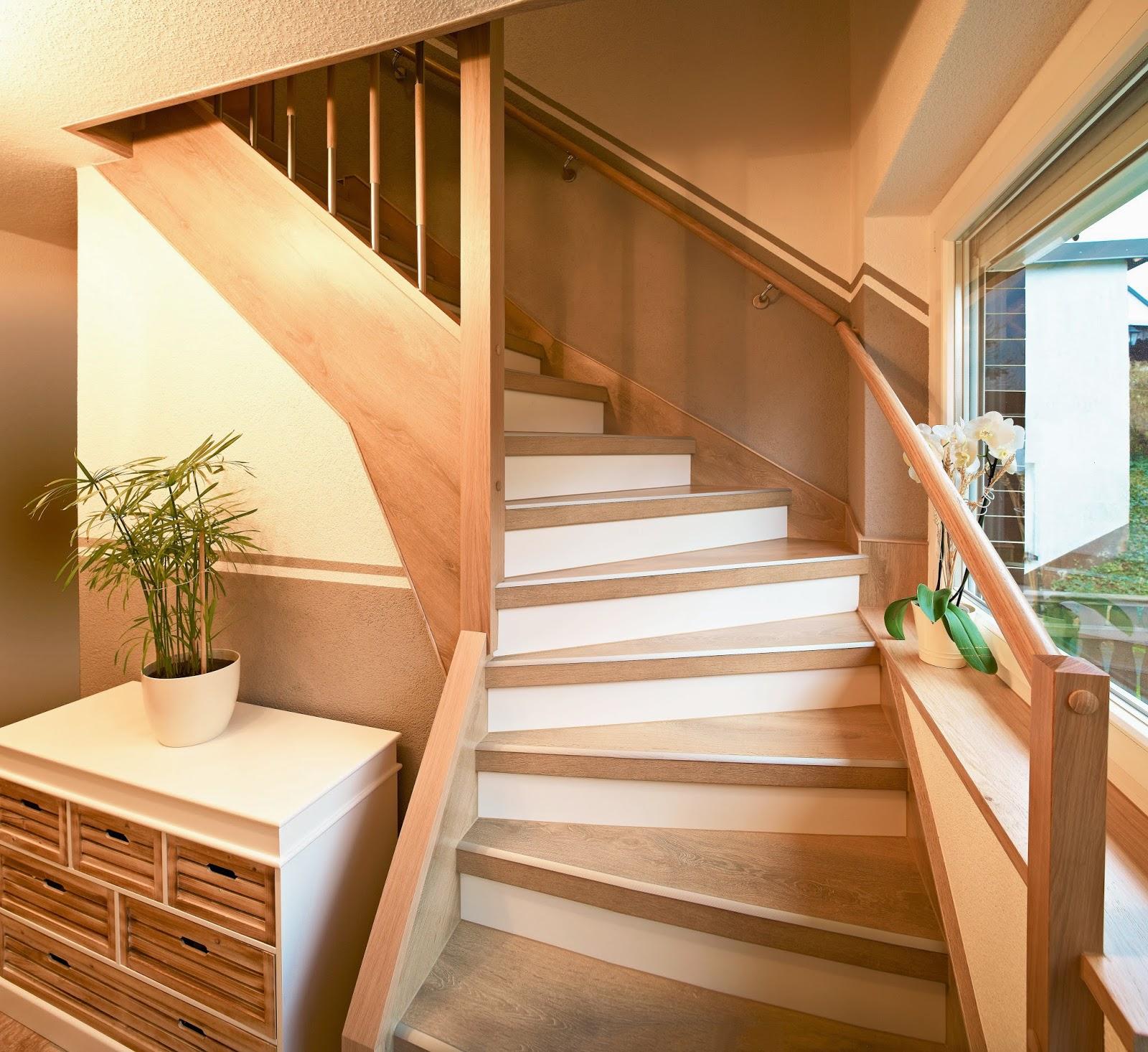 Treppenrenovierung - Treppe im Dekor Kalkeiche / Weiß