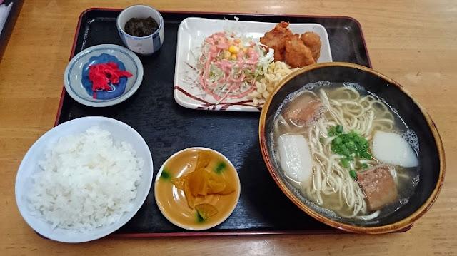 沖縄ソバ定食の写真