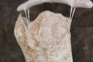 3 Tips to Choose the Best Wedding Gown Fabrics For Your Special Day
