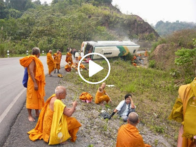 ALLAH TIDAK TIDUR!! Biksu Budha Kecelakaan Hebat, Azab Akibat Bunuh Muslim Rohingya? Bantu Sebarkan ...