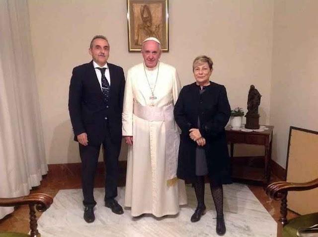 Proliferaram as fotos de arquivo de personagens do esquema de corrupção kirchnerista recebidos pelo Papa Francisco I. Na foto Guillermo Moreno.