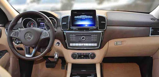 Bảng taplo Mercedes GLS 400 4MATIC 2017 được ốp gỗ Poplar màu Đen bóng hoặc gỗ Open-pore Ash màu Nâu