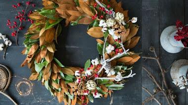 Ramas, flores, frutos y 50 coronas de Navidad que distinguen a sus creadores