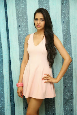Abha+Singhal+Latest+Stills+(22) Actress Abha Singhal Spicy Photo Gallery in Skirt