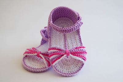 Sandalias con tiras de ganchillo para bebé
