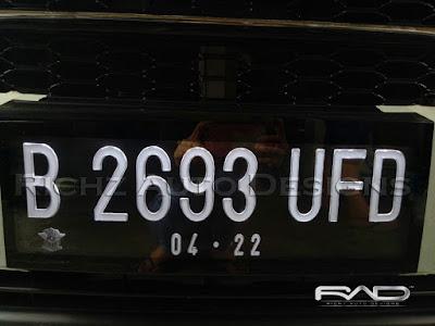 variasi plat nomor mobil nyala di angka