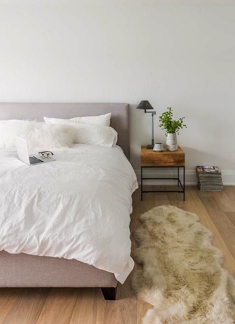 Bạn sẽ tận dụng được không gian với chiếc tủ đầu giường này