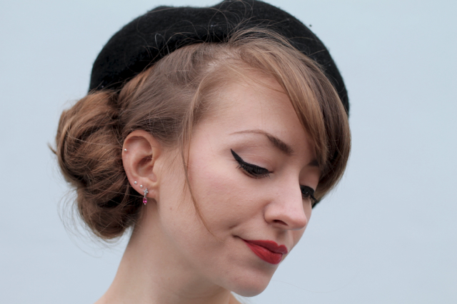 1950s inspired hair bun with beret