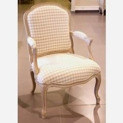 Πολυθρόνα με καρό ύφασμα σε λευκή πατίνα