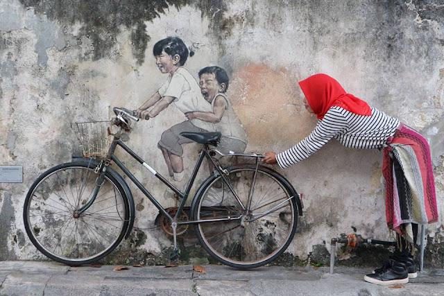 Little Children on a Bicycle, anak-anak naik sepeda yang dilukis menjadi mural di Penang, Ernest Zacharevic