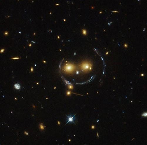 شكل مجرة غريب