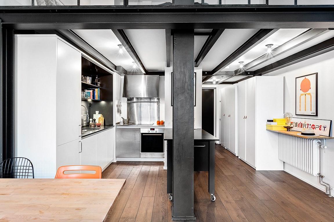 scandimagdeco le blog visite d 39 un loft esprit industriel et minimaliste. Black Bedroom Furniture Sets. Home Design Ideas