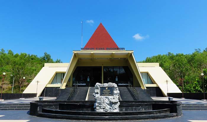 MENAMBAH WAWASAN KEBANGSAAN DI MUSEUM KARST INDONESIA