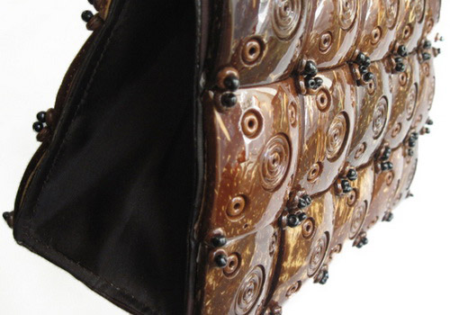www.Tinuku.com Handbag carved coconut shell crafts strong impression natural and exotic fashion design