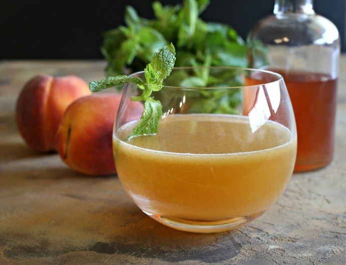 Recipe for a bourbon cocktail flavored with peach and mint.